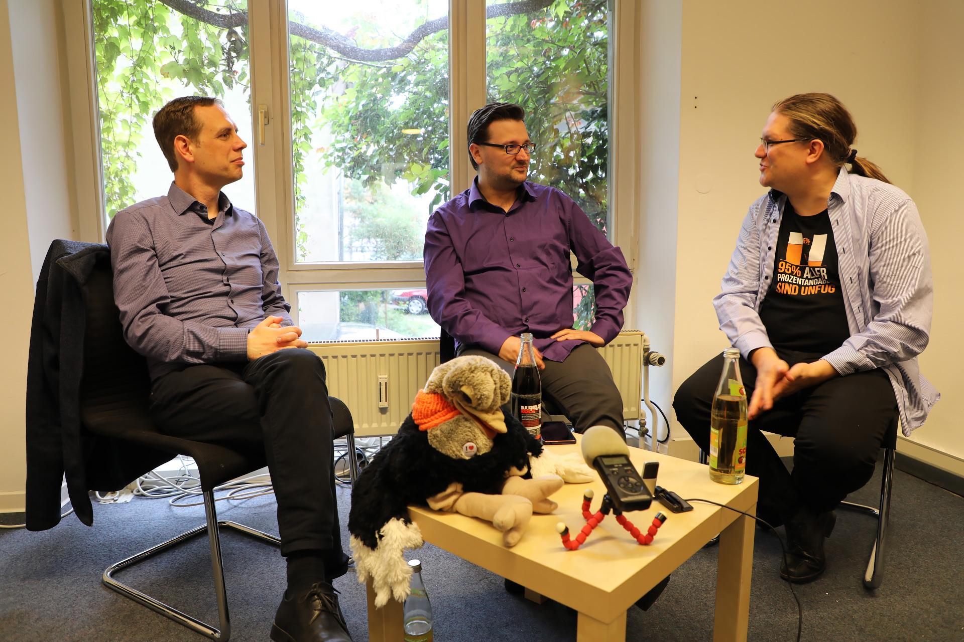 Patrick Breyer und Alvar Freude diskutieren mit Borys Sobieski